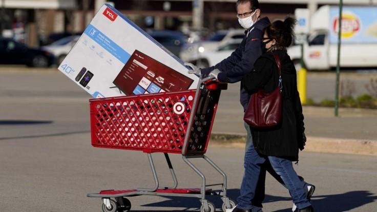 Tržby z online predaja na Čierny piatok vzrástli, ľudia minuli miliardy
