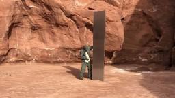 Záhada sa zväčšuje. Lesklý obelisk zmizol z americkej púšte