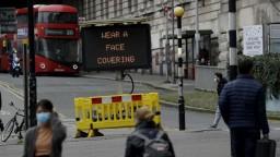 Lockdown Británii pomohol, počet prípadov klesol skoro o tretinu