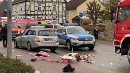 Hlásia mŕtvych i ranených, auto v Nemecku vyšlo na pešiu zónu