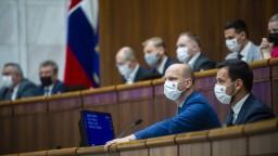 Poslanci rokujú o rozpočte, mimoriadnu schôdzu neschválili