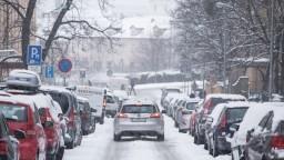 Bratislavu zasiahol prvý sneh, mesto sa na zimu pripravilo