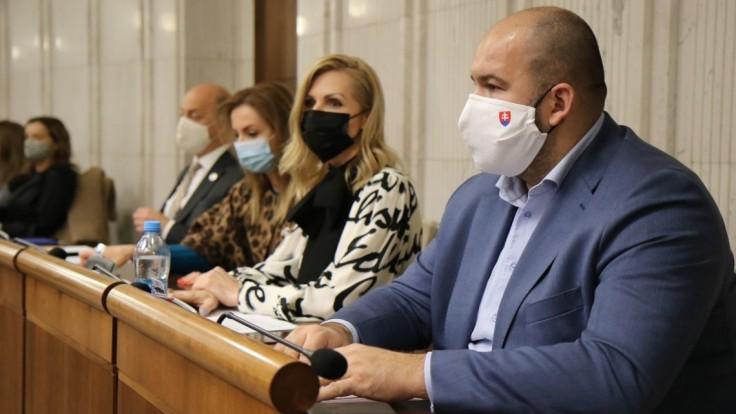 Návrh na vládnu a parlamentnú kontrolu prokuratúry vyvolal kritiku