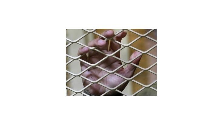 Gruzínskom otriasli videá zachytávajúce týranie väzňov