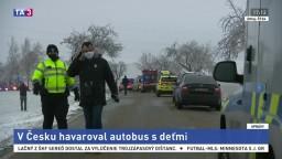 Desiatky zranených. Pri Jihlave havaroval autobus s deťmi