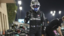 Bottas ovládol prvú kvalifikáciu, išlo o vyrovnané preteky