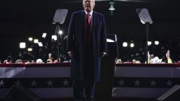Trump znova poprel svoju prehru: Vyhrám, víťazstvo mi ukradli