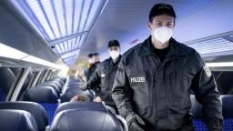 Nemecko má problém s vlakmi, kameňom úrazu sú rúška