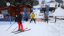 Lyžiarske strediská zostanú otvorené. Čakajú ich striktné pravidlá