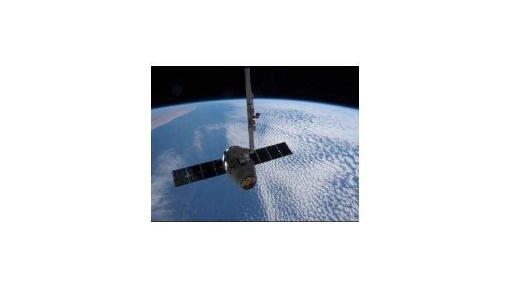 NASA oznámila dátum prvého komerčného letu lode Dragon