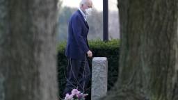 Biden stále kríva. Lekár prezradil, ako sa mu hojí zlomenina nohy