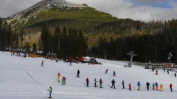 Začali platiť prísnejšie pravidlá pre lyžiarske strediská. Treba test