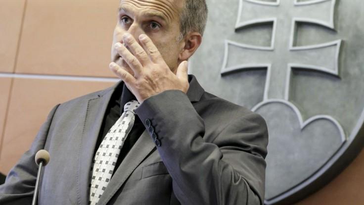 Lučanského zranenie v cele preveria. Kolíková poverila komisiu