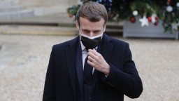 Francúzsky prezident mal pozitívny test, ide do izolácie