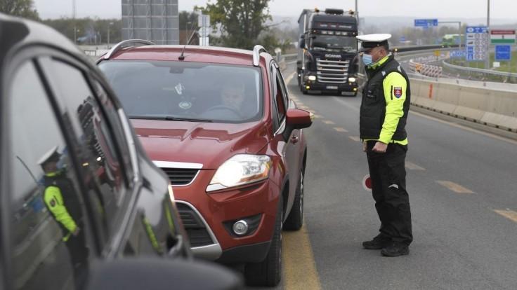 Polícia sprísni kontroly. Budú náhodné, hrozia aj sankcie