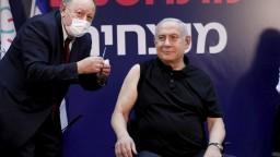 Izraelský premiér sa nechal zaočkovať v priamom prenose