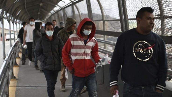 Biden chce riešiť migráciu. Hovoril s mexickým prezidentom