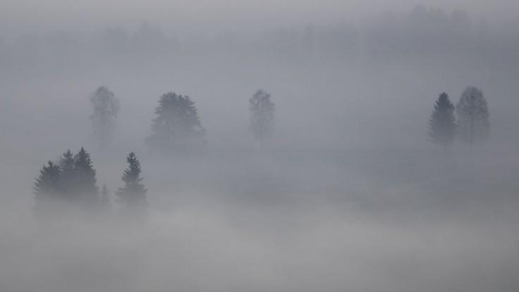 Pozor na poľadovicu a hmlu. Pre tieto okresy platí výstraha