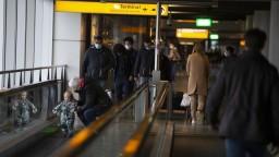 Zmutovaný vírus obmedzil dopravu. Slováci musia do karantény