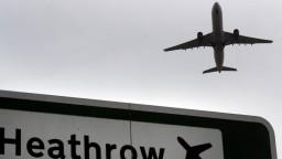 Zmutovaný koronavírus je hrozbou, zastavujeme lety z Británie