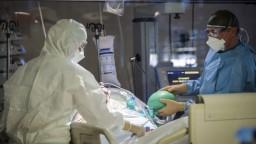 Zvládnu nemocnice zhoršenie? Pozrite si predikciu vývoja pandémie