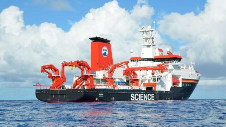 """Vzorky ukázali, že hlbokomorské priekopy sú ako """"plastové pasce"""""""