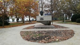 Námestie vo Zvolene po rokoch zrekonštruovali, obnovili aj park