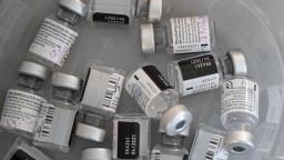 Na Slovensko dorazí vakcína, očkovať sa začne v štyroch mestách