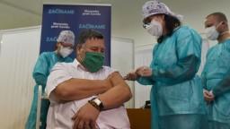Zaočkovali prvého Slováka, vakcínu proti nákaze dostal známy lekár
