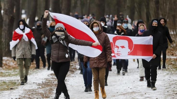 V Bielorusku pokračovali protestné akcie. Zatkli aj Deda Mráza