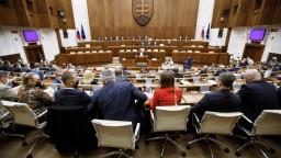 Kollár zvolal mimoriadnu schôdzu, prísť môžu i pozitívni poslanci
