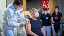 Dávka vakcíny končí v koši, tvrdí Babiš. EÚ to má zmeniť