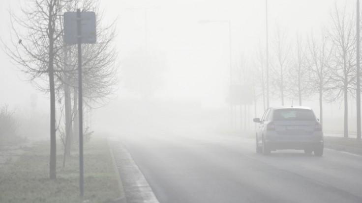 Šoféri by mali byť opatrní, SHMÚ varuje pred hmlou i ľadom