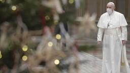 Rok pokoja a nádeje? Pápež po problémoch viedol modlitby