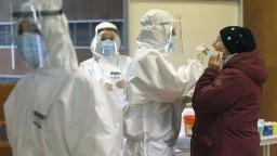 Máme rekordný počet nových obetí pandémie a stovky nakazených