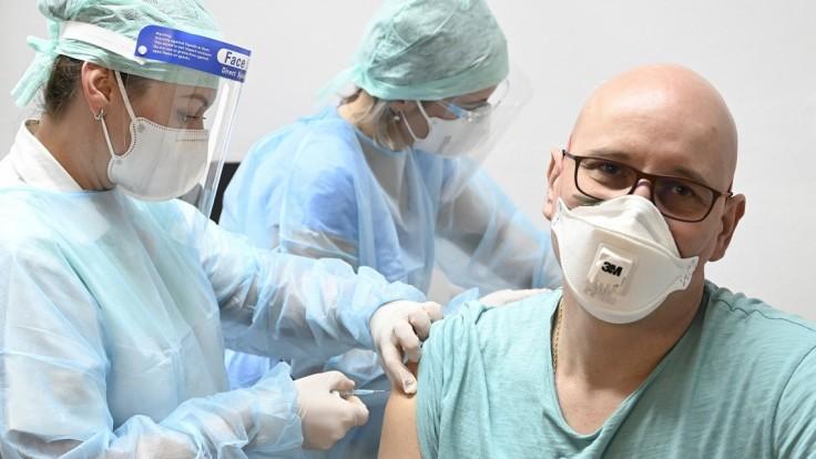 Z nemocníc sa stanú vakcinačné centrá s objednávkovým systémom