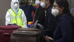 Británia chce spomaliť šírenie vírusu, zvažuje sprísnenie