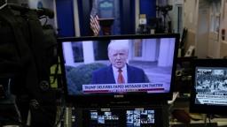 Trump opäť hovoril o falšovaní, Twitter mu zablokoval účet