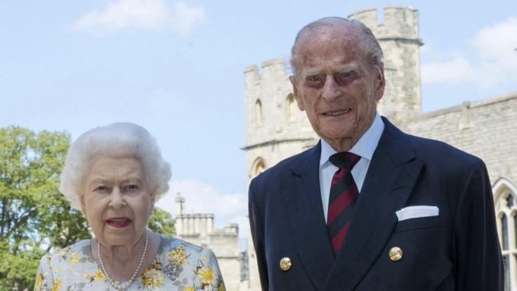Kráľovnú a vojvodu zaočkovali. Na vstup do Británie treba mať test