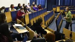 Študentov vysokých škôl čakajú skúšky, väčšina bude online