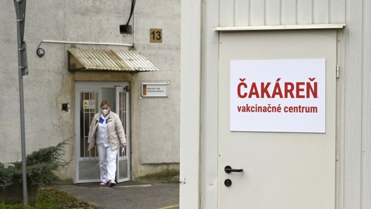 Nepredbiehajme sa, žiada Krajčí. Poukázal na nedostatok vakcín