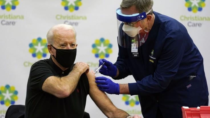 Biden dostal druhú dávku vakcíny, opäť v priamom prenose