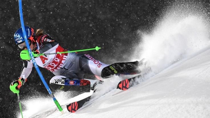 Vlhová je po prvom kole slalomu tretia, vedie Shiffrinová