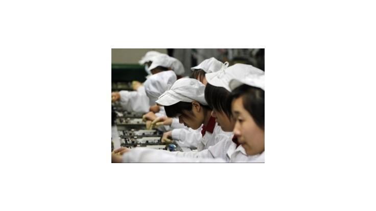 V továrni na iPhone sa pobilo 2000 robotníkov
