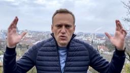 Navaľnému hrozí v Rusku väzenie, napriek tomu sa chce vrátiť
