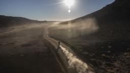 Motocyklista Cherpin po páde na Rely Dakar prehral boj o život