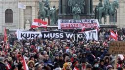 V Rakúsku asi predĺžia lockdown, v uliciach protestovali tisícky ľudí