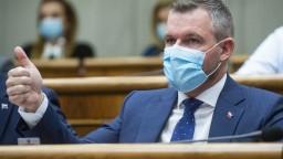 Pellegrini chce nové voľby, oslovil opozíciu. Časť sa nepridá