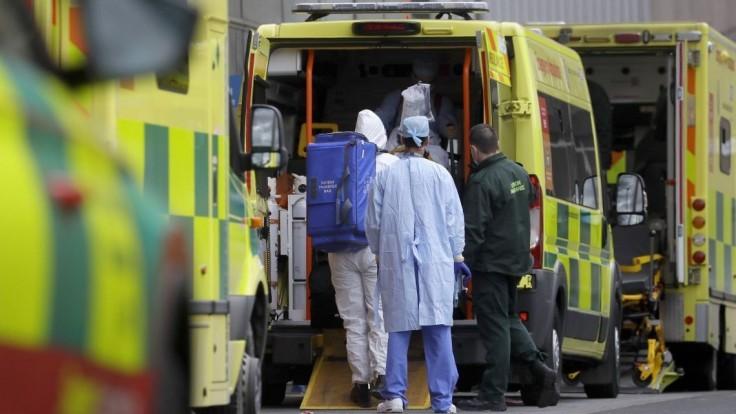 Za jeden deň pribudol rekordný počet obetí, Briti bojujú s mutáciou