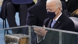 Demokracia zvíťazila, vyhlásil Biden v prejave po zložení sľubu